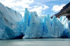 Grey Lake Torres del Paine, Chile   Grey Glacier and Grey Lake