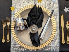 Black, Gold & Silver New Year's Tablescape. Perfect way to ring in the New Year! Champagne Centerpiece, The Great Gatsby, Winter Holidays, Tablescapes, Black Gold, Ring, Chic, Holiday Decor, Silver