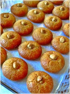 İrmikpare Tatlısı Sweet Like Chocolate, Turkish Sweets, Sweet Pastries, Bakery Cakes, Turkish Recipes, Food To Make, Food And Drink, Dessert Recipes, Cooking Recipes
