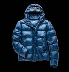 Nylon Goggle down Jacket made with 90/10 direct feather injection, with a special color enhancing dye and water resistant treatment. A warm and soft jacket ideal for a winter in the city.