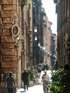 Rome Pictures - The Splendor of Rome, the Eternal City: A typical Rome street scene