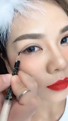 Eyebrow Makeup Tips, Makeup Tutorial Eyeliner, Eye Makeup Steps, Makeup Eye Looks, Eye Makeup Art, Smokey Eye Makeup, Makeup Videos, Skin Makeup, Eyeshadow Makeup