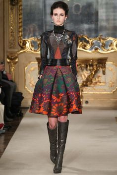 Les Copains - Fall 2015 Ready-to-Wear - Look 38 of 47?url=http://www.style.com/slideshows/fashion-shows/fall-2015-ready-to-wear/les-copains/collection/38