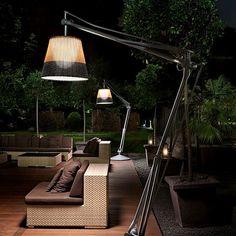 SuperArchimoon Outdoor: Scopri la lampada da esterni Flos modello SuperArchimoon Outdoor