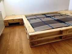 reclaimed wooden pallet bed with nightstands