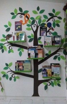 20 ideas to decorate, set up and prepare your classroom library – superette Decoration Creche, Class Decoration, School Decorations, Library Corner, School Library Displays, Kindergarten Classroom Decor, Diy And Crafts, Crafts For Kids, Book Corners
