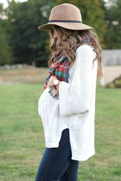 Maternity Style // Plaid Blanket Scarf - Lauren McBride - Fall maternity outfit, plaid blanket scarf and oversized sweater - Winter Maternity Outfits, Stylish Maternity, Maternity Clothing, Winter Pregnancy Outfits, Maternity Sweaters, Maternity Styles, Pregnancy Fall Fashion, Winter Maternity Fashion, Maternity Sweater Dress