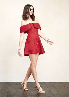 4 Le Fashion 31 Stylish Ways To Wear An Off The Shoulder Look Red Reformation Dress Sandals Summer Style Dresses For Teens, Trendy Dresses, Nice Dresses, Casual Dresses, Short Dresses, Summer Outfits, Summer Dresses, Red Outfits For Women, Cute Outfits