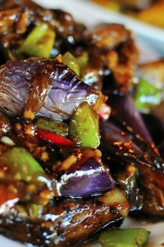 Spicy Asian Eggplant / KitchMe (I added red bell pepper, red onion, jalapeno over brown jasmine rice. Still working on getting the sauce just right. Vegetable Recipes, Vegetarian Recipes, Cooking Recipes, Healthy Recipes, Vegetarian Dish, Asian Cooking, Vegetable Dishes, Asian Recipes, Chinese Eggplant Recipes