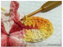Materials: Twine Baroque 9202 - Red Twine Baroque 9368 - Yellow Crochet needle Needle upholsterer number 14 01 Make a magic ring and after holding go up Crochet Stitches, Knit Crochet, Golden Flower, Merino Wool Blanket, Crochet Flowers, Crochet Projects, Knitting, Pattern, Crocheted Flowers