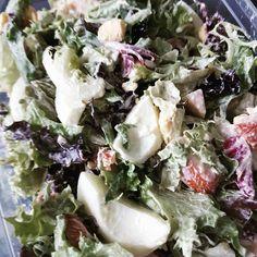 Salade met, 150 gr. gerookte kip, 2 eieren en 1 EL Griekse yoghurt mengen met 1 EL Mayo als dressing