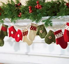 Wool Mitten Ornaments and Garland image. (based on 39 ratings) Noel Christmas, Green Christmas, Country Christmas, Winter Christmas, All Things Christmas, Christmas Ornaments, Christmas Morning, Christmas Projects, Holiday Crafts