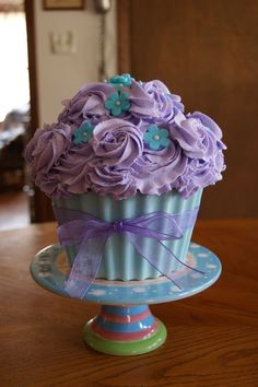 #purplepearphotos love the giant cupcake I think were the flower are I would put aqua colored starfish.