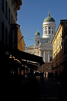 Sofiankatu ja tuomiokirkko Helsinki Helsinki Things To Do, Helsinki Airport, Visit Helsinki, San Fransisco, Beautiful Scenery, Capital City, Singapore, Taj Mahal, Cities