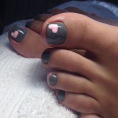Gray toes with pink accent heart