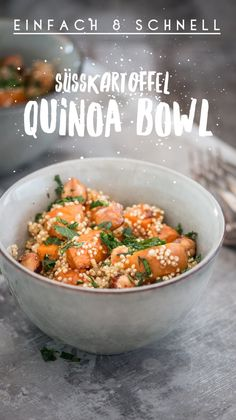 Sweet Potato Quinoa Bowl - a quick and very healthy recipe - Sweet Potato Quinoa Bowl. Healthy, fast, easy, vegetarian and even vegan. Simple recipe for everyda - Healthy Juice Recipes, Healthy Juices, Quick Recipes, Vegan Recipes Easy, Clean Eating Soup, Clean Eating Snacks, Clean Eating Recipes, Healthy Eating, Food Bowl