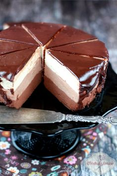 looks soo good Cold cheesecake - triple chocolate Polish Desserts, Cookie Desserts, Chocolate Slim, Chocolate Recipes, Delicious Desserts, Yummy Food, Bakery Recipes, Sweet Tarts, Cheesecake Recipes
