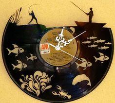 Nem matricázott, egyedi eljárással készített design falióra. Témája: a horgászás, pecázás Nézd meg a többi design bakelit órát is. www.godipadlas.hu Vinyl Record Projects, Vinyl Record Art, Record Clock, Vinyl Art, Vinyl Records, Clock Art, Diy Clock, Barrel Table, Cd Art