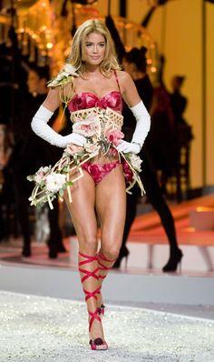 doutzen-kroes-victorias secret- fashion-show