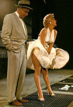 1955 Marilyn Monroe & Tom Ewell in The Seven Year Itch. Hollywood lore has it that as usual Marilyn wasn't wearing panties. The man operating the fan under the grate is to have said: I have seen the face of God. Joe Dimaggio, Vintage Hollywood, Hollywood Glamour, Classic Hollywood, Hollywood Icons, Hollywood Party, Hollywood Stars, Hollywood Actresses, Marilyn Monroe Photos