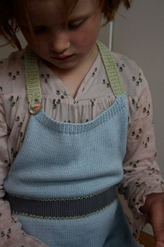 Knitted Childrens Apron - vanMossKnit