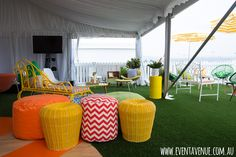 Retro chairs and bean bag chairs - Event Avenue