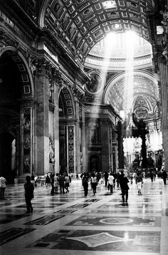 Streaming St. Peters, vatican, Roma, Italia, photo by Ryan Booth. / Black & White Photography