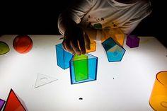 Geometría en la mesa de luz.
