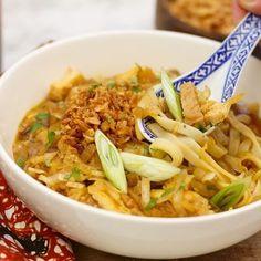 Deze heerlijke bami soep heeft iets weg van soto Daar Snacks, Ethnic Recipes, Food, Indian, Appetizers, Essen, Meals, Yemek, Treats