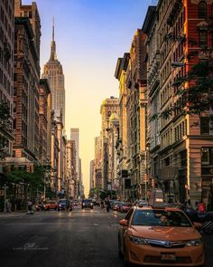 Manhattan, NYC by Cory Schloss Images - The Best Photos and Videos of New York City including the Statue of Liberty, Brooklyn Bridge, Central Park, Empire State Building, Chrysler Building and other popular New York places and attractions.