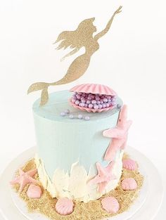 This cake topper is to adorable! Little Mermaid Cakes, Mermaid Birthday Cakes, Little Mermaid Birthday, Sirenita Cake, Ariel Cake, Mermaid Parties, Themed Cakes, Party Cakes, Beautiful Cakes