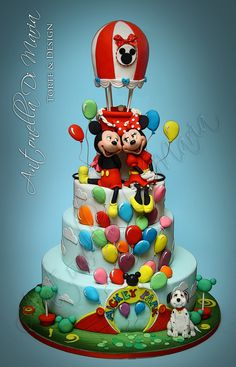 I'm sorry…this was the mickey/minnie cake pic I actually wanted to edit….sorry for the mistake! Pastel Mickey, Mickey And Minnie Cake, Bolo Mickey, Mickey Cakes, Minnie Mouse Cake, Gorgeous Cakes, Amazing Cakes, Disney Themed Cakes, Friends Cake
