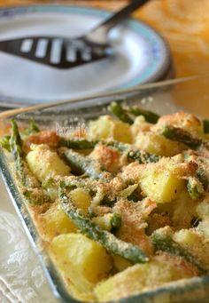 Teglia di fagiolini e patate al forno Veggie Side Dishes, Vegetable Dishes, Food Dishes, Potato Recipes, Vegan Recipes, Cooking Recipes, Batata Potato, Best Italian Recipes, Soul Food