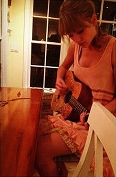MT Rawkz <3 ~ Taylor Swift working on a song on her Ukulele. Please follow my Ukulele & Music board. Thanks!