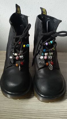 Dr. Martens, Doc Martens Boots, Looks Cool, Looks Style, Doctor Martens, Sock Shoes, Shoe Boots, Punk Fashion, Fashion Outfits
