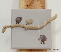 Tableau galets oiseaux bois flotté fond beige la balançoire format 10x10cm déco humoristique : Décorations murales par artistik