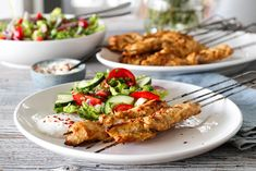MARINERTE KYLLINGSPYD MED YOGHURTDRESSING OG SALAT Couscous, Vinaigrette, Quinoa, Cooking Recipes, Yummy Food, Meat, Chicken, Delicious Food, Chef Recipes