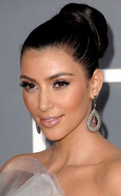 Kim Kardashian's Hair Evolution Is Pretty Hilarious Kim Kardashian Makeup Looks, Kardashian Beauty, Kardashian Style, Kardashian Photos, Kardashian Kollection, Make Up Looks, Hair Evolution, Roll Hairstyle, Fashion And Beauty Tips