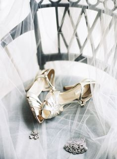 Gold wedding shoes | Sarah Hannam
