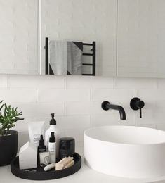 Bathroom Decor modern Bathroom Style / Tray on Counter / Modern Decor Interior Design Minimalist, Bathroom Interior Design, Modern Interior Design, Modern Decor, Interior Decorating, Decorating Tips, Quirky Decor, Decorating Websites, Rustic Modern