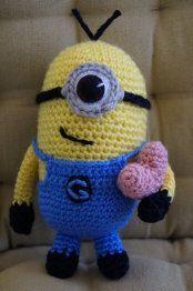 Schema gratuito per Minion Crochet Teddy, Crochet Fox, Love Crochet, Crochet Crafts, Crochet Dolls, Yarn Crafts, Crochet Projects, Minion Crochet Patterns, Minion Pattern