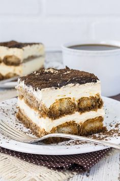 Easy Tiramisu - coffee soaked cookies layered with a no bake cheesecake makes a fast but impressive dessert. Easy recipe for summer picnics or fancy dinner parties! Tolle Desserts, Great Desserts, Delicious Desserts, Quick Dessert, My Recipes, Baking Recipes, Cake Recipes, Dessert Recipes, Sweets