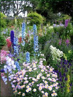 Defining Your Home, Garden and Travel: Garden Inspiration: A Cottage Garden