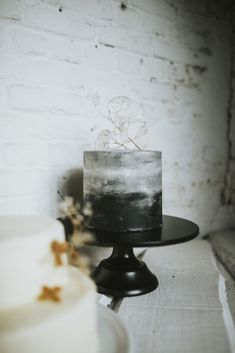 Shooting inspiration : Ambiance minimaliste – And I said Yes – Wedding Cakes With Cupcakes Black Wedding Cakes, Wedding Cakes With Cupcakes, Party Cakes, Cupcake Cakes, Ombre Cake, Birthday Cakes For Men, Wedding Cake Inspiration, Buttercream Cake, Cute Cakes