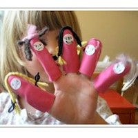 These cute rubber glove finger puppets are such a simple and appealing craft for little kids.This craft is a great use for that leftover rubber glove. All You Need Is, Games For Kids, Activities For Kids, Cain Y Abel, Puppet Tutorial, Toddler Preschool, Preschool Ideas, Preschool Crafts, Craft Ideas