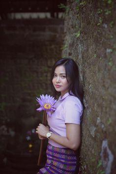 Ma Aye Thaung in Mrauk U : Amazing Photoshoot Album Cute Asian Girls, Beautiful Asian Girls, Gorgeous Women, Myanmar Dress Design, Latest African Fashion Dresses, Indian Beauty Saree, People Photography, Western Outfits, Modern Fashion