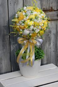 Easter Projects, Easter Crafts, Christmas Topiary, Easter Flowers, Easter Holidays, Easter Wreaths, Spring Crafts, Floral Arrangements, Diy And Crafts