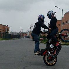 fabian Conde, sindy alejandra hernández stunt motos motorcycle bike stunt