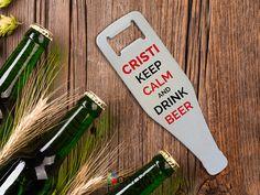 Desfăcătorul din metal personalizat, cadoul ideal pentru băutorii de bere și nu numai... Keep Calm And Drink, Drinks, Drinking, Beverages, Drink, Beverage