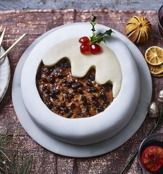 An easy cutout decoration for Christmas cake by Frances Quinn makes your cake magically transform into a pudding!